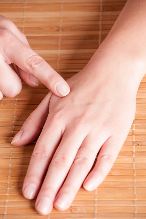 Use acupressure massage LI4 (Hegu) pressure point and essential oils to relieve pain