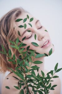 You're going to love using the different eucalyptus oils because they help reduce feelings of anxiety, stress, nervous tension, mild depression, and apathy.