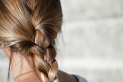 Use essential Oils For Dandruff relief